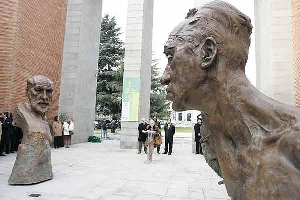 Dos esculturas de Victor Ochoa