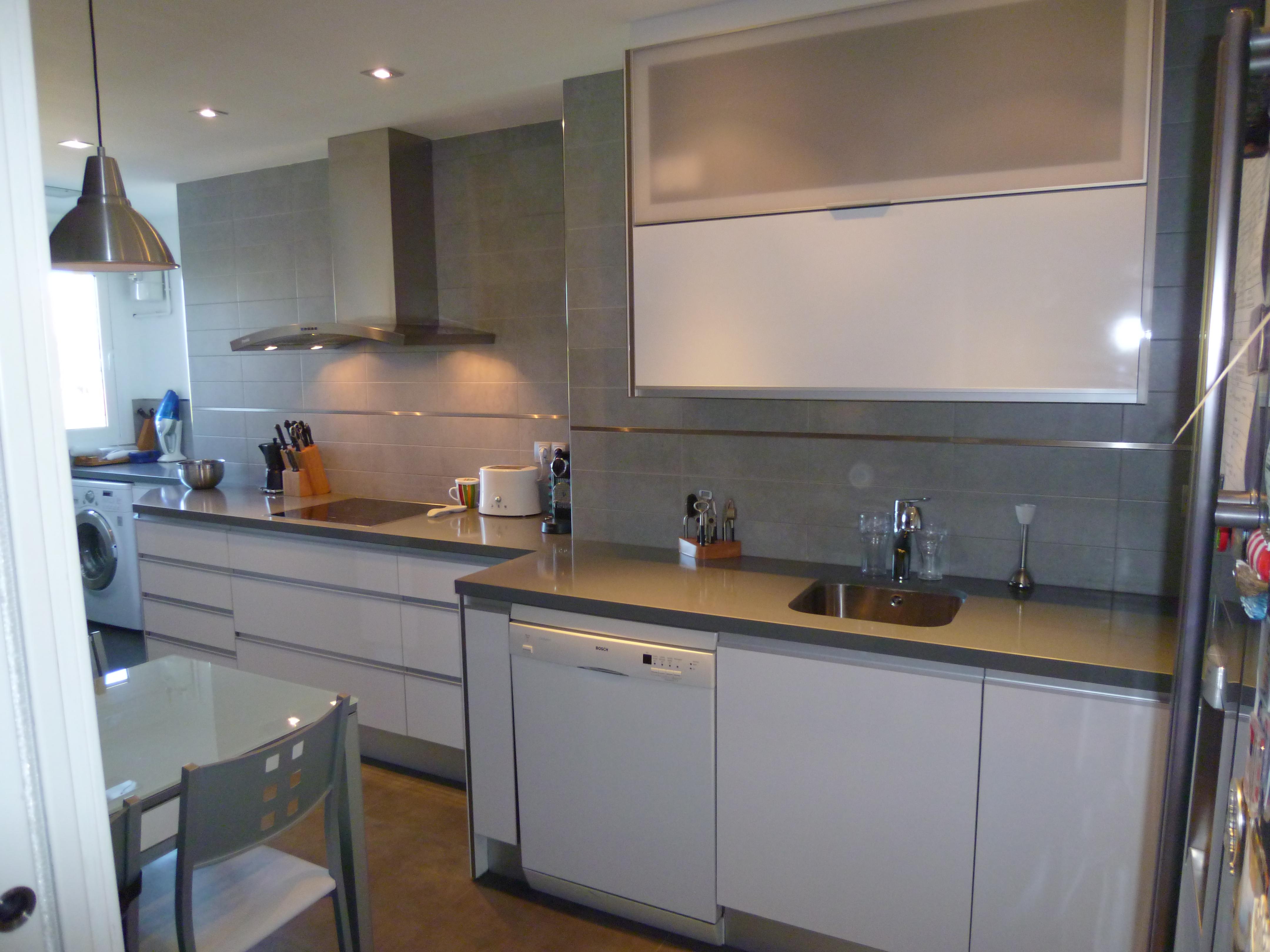 Cocinas abiertas o cerradas alicia mesa dise adora for Cocinas semiabiertas